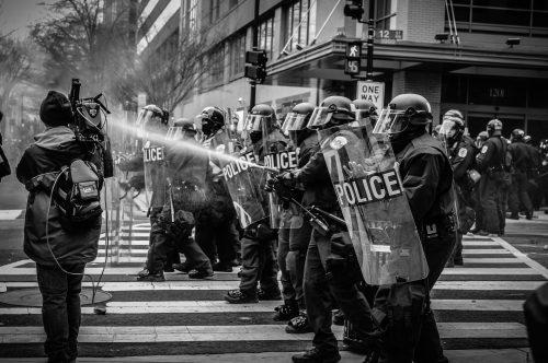 Proteste i dalje podržava većina građana