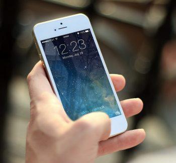 Uporaba mobilne banke se je v Sloveniji več kot podvojila