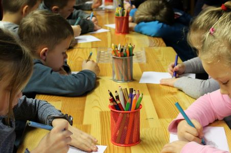Javnost razdeljena glede odpiranja vrtcev in šol